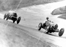 Bentley Speed Six  (Dunfee) and Bugatti T51 (Howe) 1932 Brooklands 500 Miles. Photo